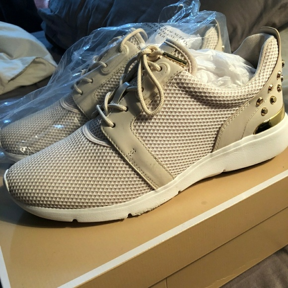 3a6baa6df43e Authentic Micheal Kors Astor Leather Sneaker